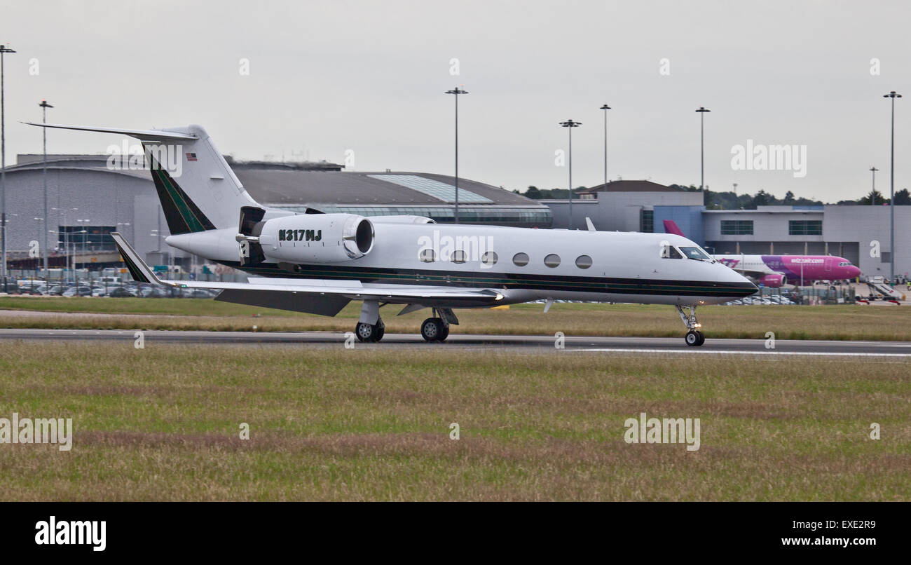 Lyon Aviation Gulfstream Aerospace G-IV N317MJ arriving at London-Luton Airport LHR - Stock Image