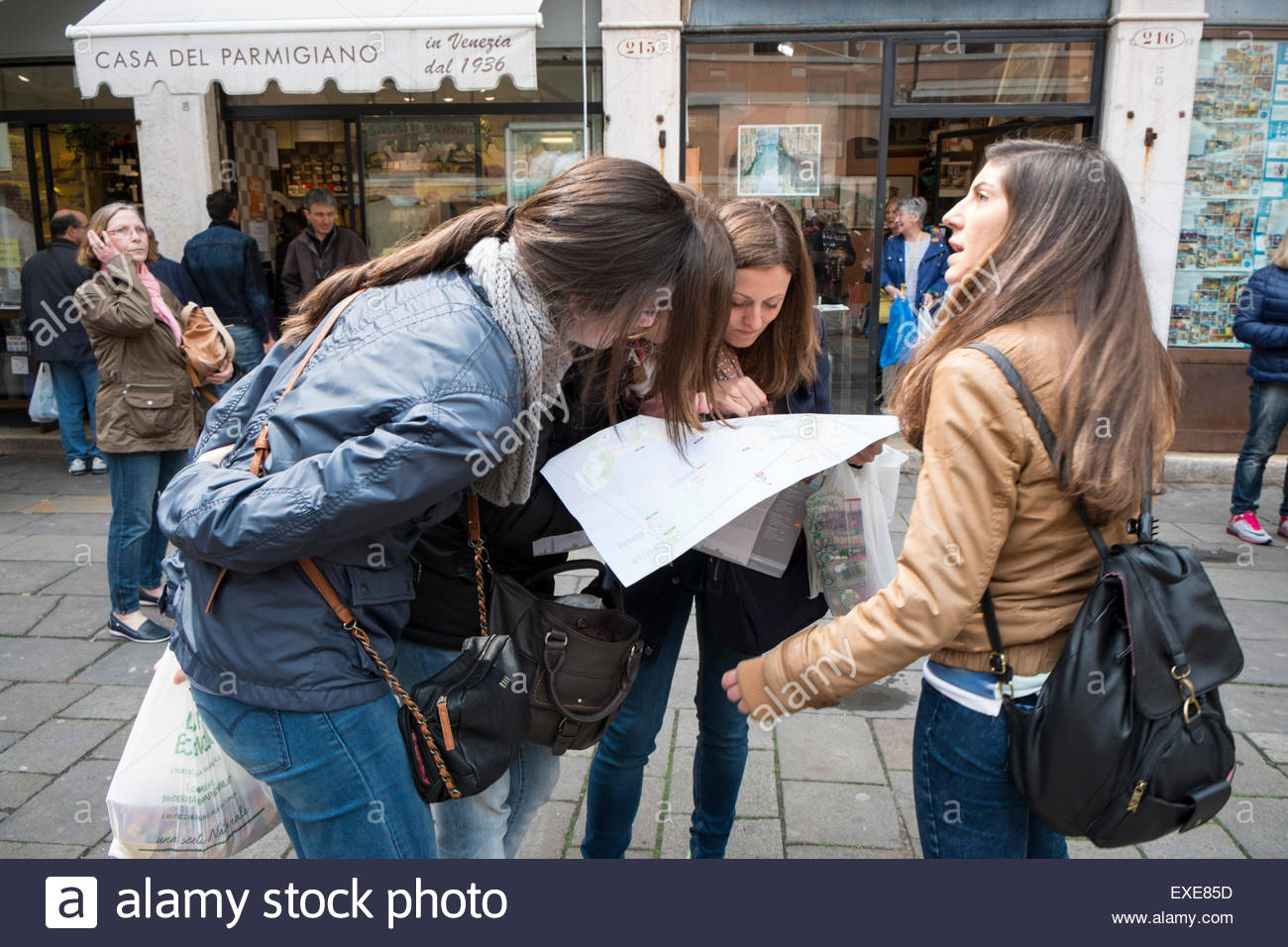 Female Tourists Looking at Map in San Polo, Venice, Italy - Stock Image