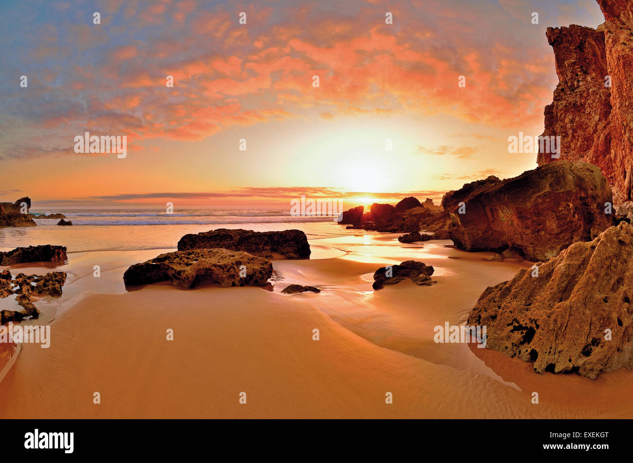 Portugal, Algarve: Scenic sunset at rocky beach Praia do Tonel in Sagres - Stock Image