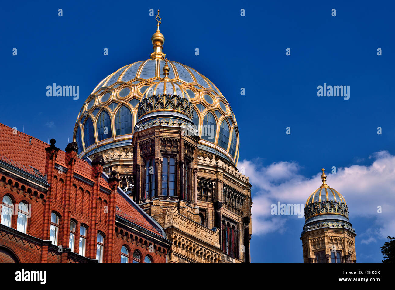 Germany, Berlin: Architectonic details and golden cupola of the New Synagogue - Stock Image