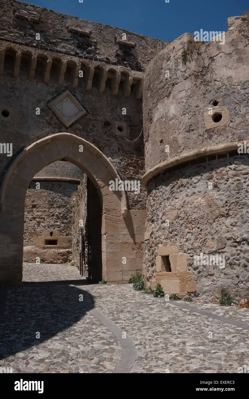 The Castello di Milazzo: The Aragonese Gates through walls and fortifications built during Spanish rule in 15th - Stock Image