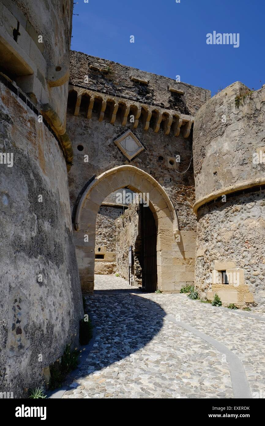 The Aragonese Gate: Arched approaches to the ancient fortifications of Castello di Milazzo, Sicily - Stock Image