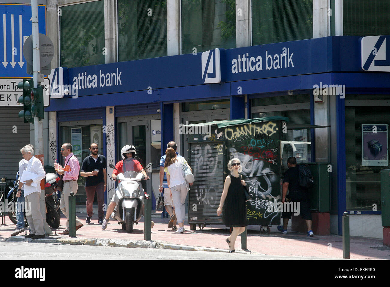 Athens, Greece. 13th July, 2015. People walk in front of a bank in Athens, Greece, July 13, 2015. The eurozone summit - Stock Image