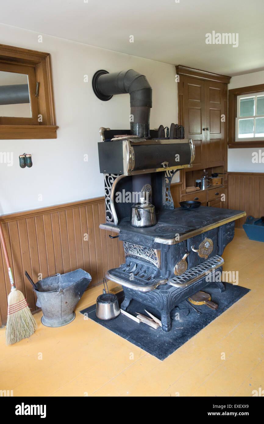 1900 Mennonite home kitchen old stove vintage - Stock Image
