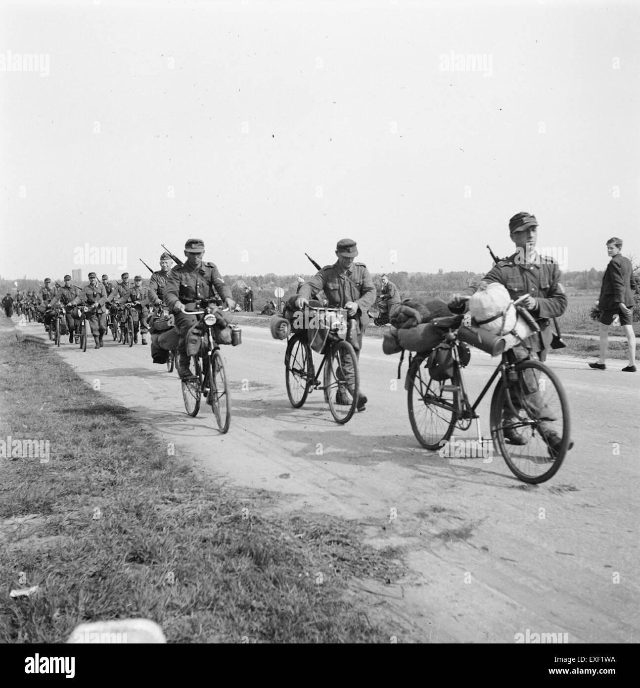 Duitse soldaten vertrekken na de capitulatie richting Duitsland  German - Stock Image