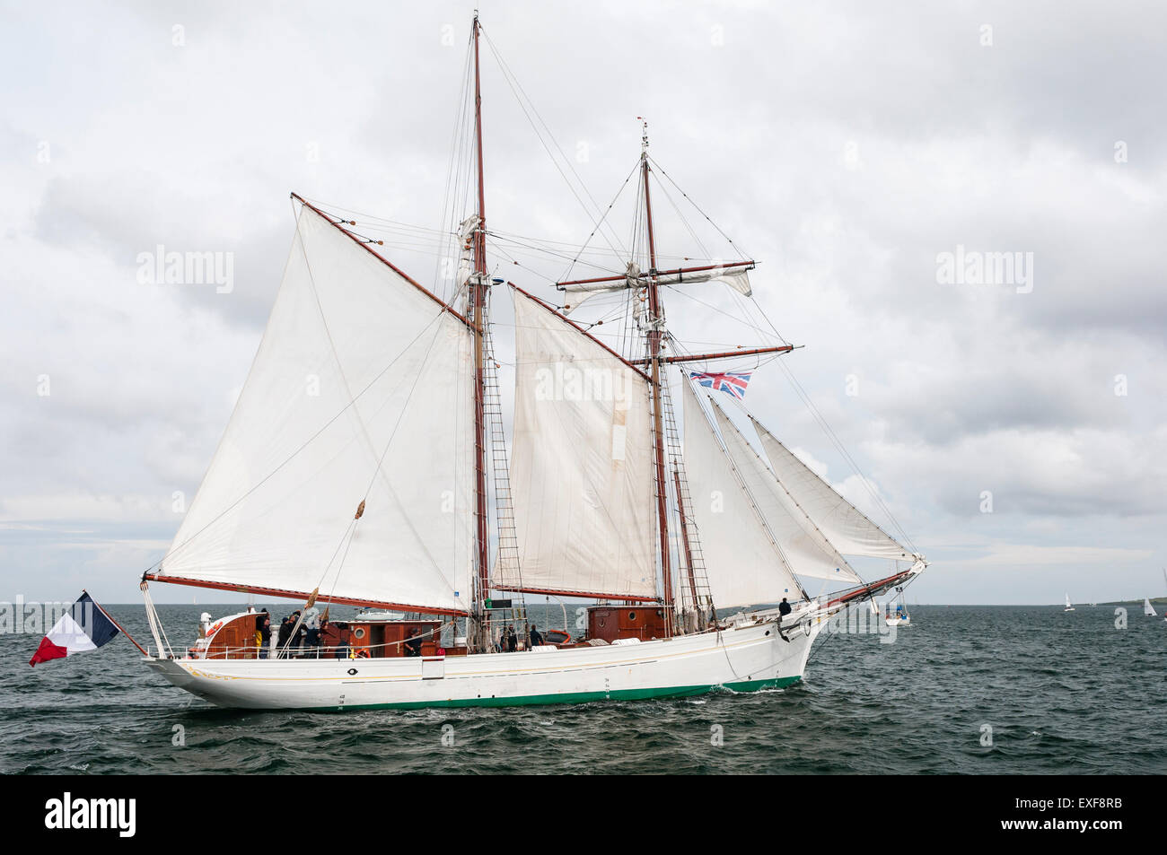 Topsail schooner sailing ship La Belle Poule leaves Belfast for the start of the 2015 Tall Ships race - Stock Image