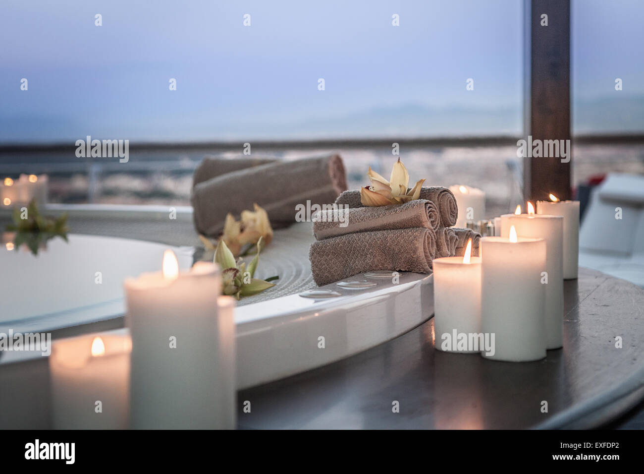 Bath and candles in luxury hotel room - Stock Image