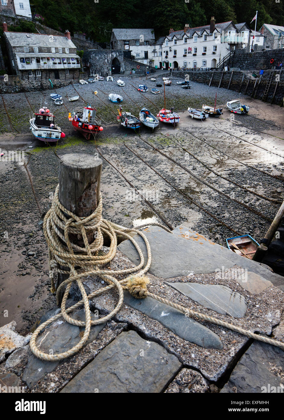 Boat moorings lashed to a wooden post on the quayside of Clovelly village on the North Devon coast - Stock Image