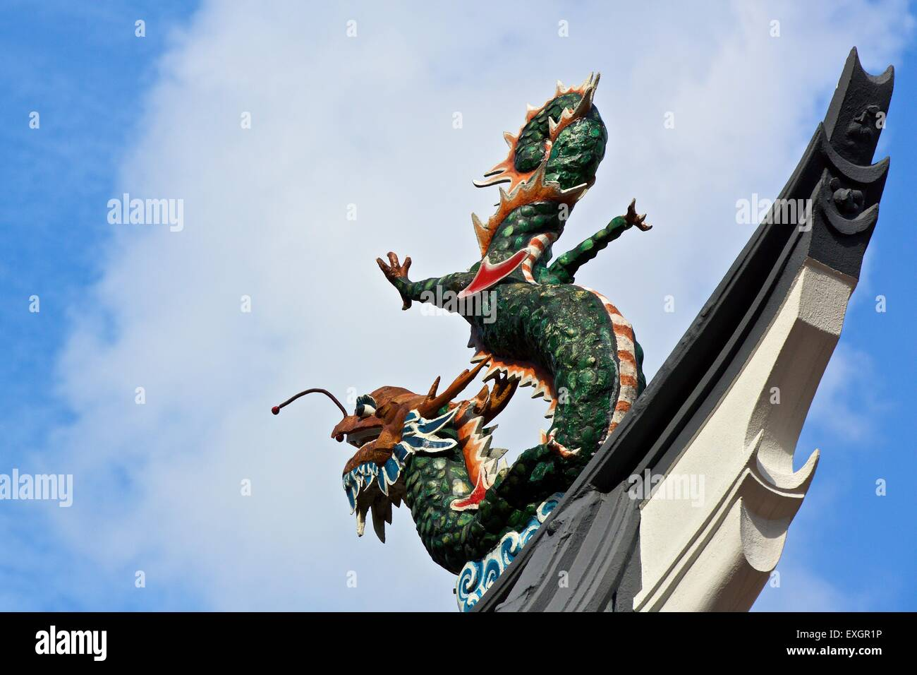 Carved Mythical Creatures On The Roof Of The Thian Hock Keng Temple, Singapore. - Stock Image