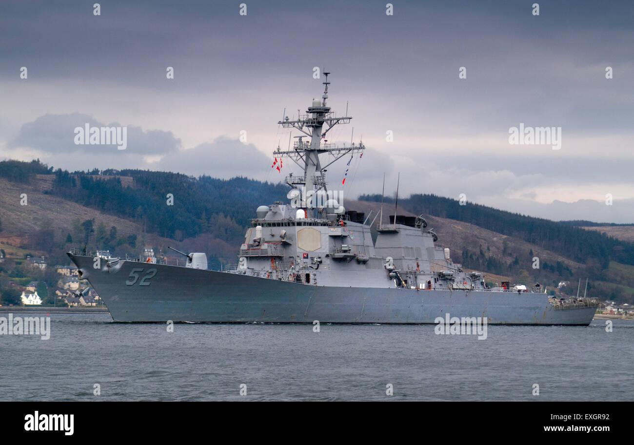 The US Destroyer, USS Barry leaving the Gareloch for NATO exercises - Stock Image
