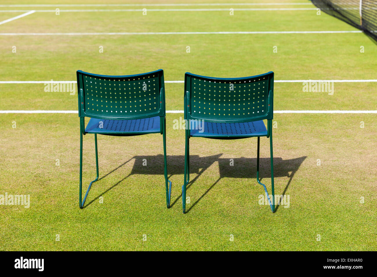 Attirant Two Empty Playeru0027s Chairs On A Grass Court At The All England Lawn Tennis  Club During