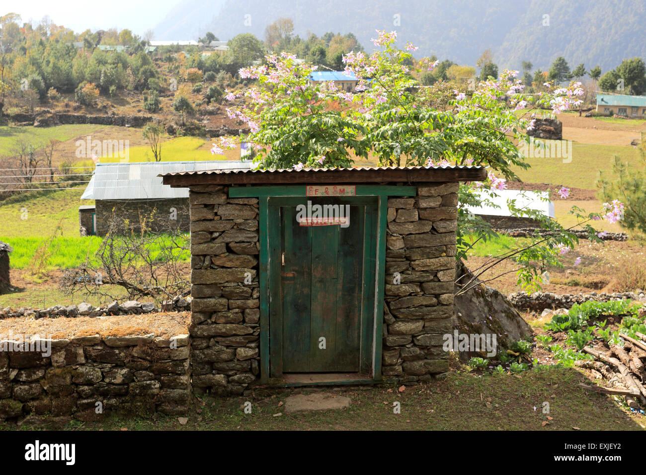Outside toilet, Lukla village, Sagarmatha National Park, Solu-Khumbu district, Khumbu region, Eastern Nepal, Asia. - Stock Image