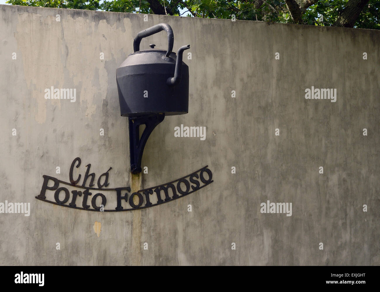 giant tea pot sign outside Europe's tea plantations - Stock Image