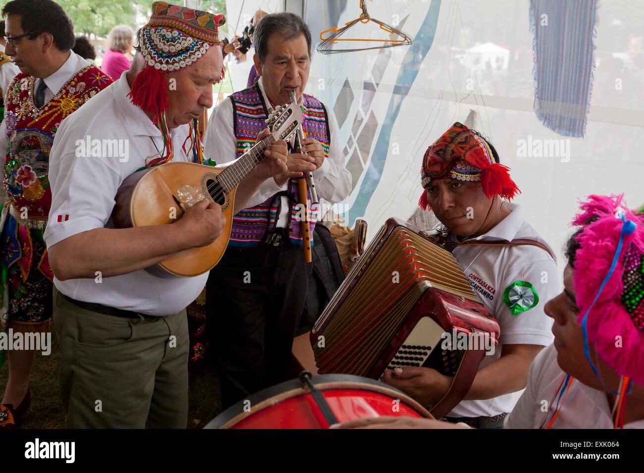 Peruvian native (Quechua) music band - Stock Image
