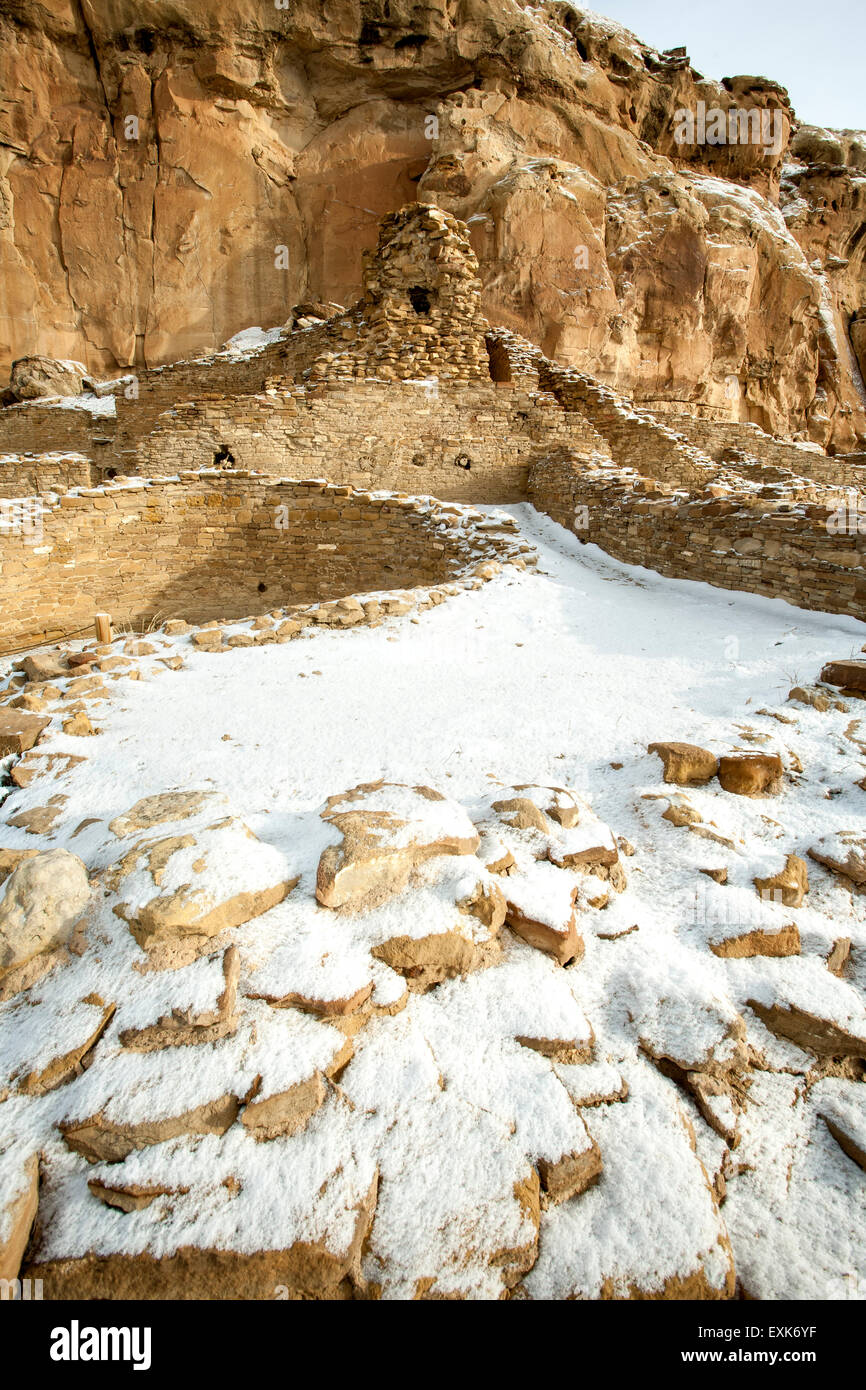 Chetro Ketl great house under snow, Chaco Culture National Historical Park, New Mexico USA - Stock Image