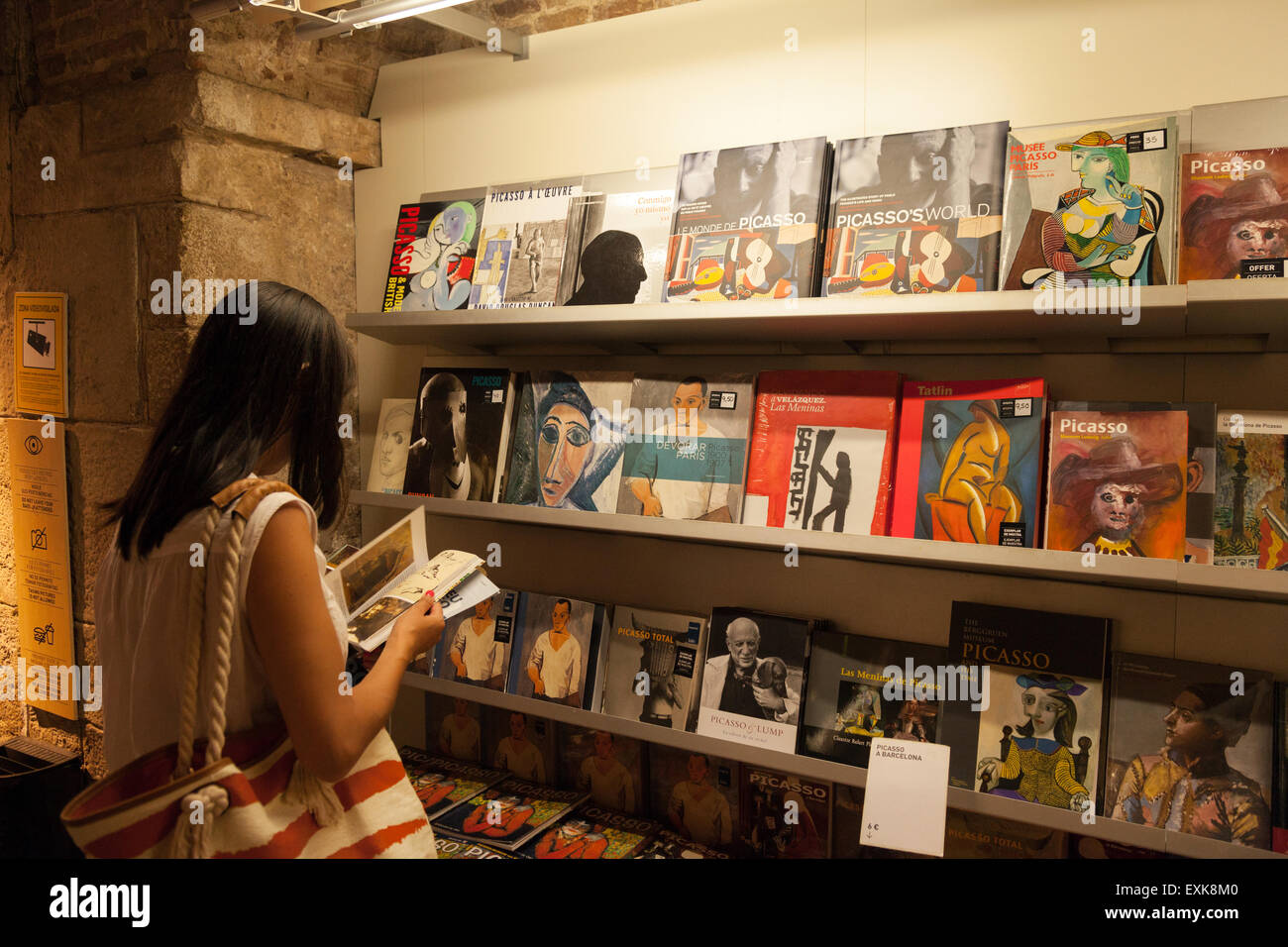 a woman shopping in the gift shop museu picasso picasso. Black Bedroom Furniture Sets. Home Design Ideas