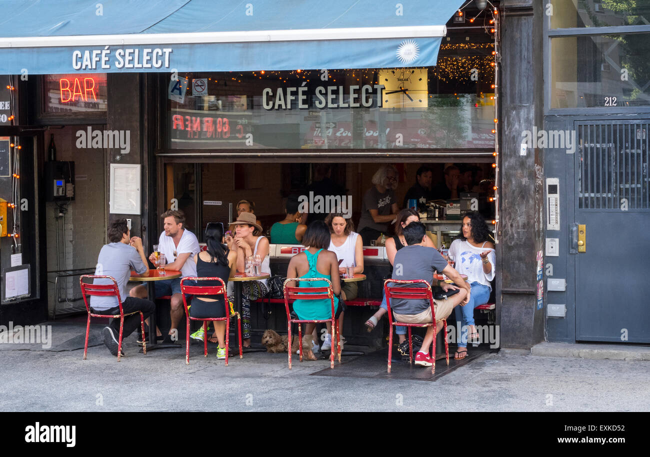 Alfresco dining at Café Select on Lafayette Street in SoHo in New York City - Stock Image
