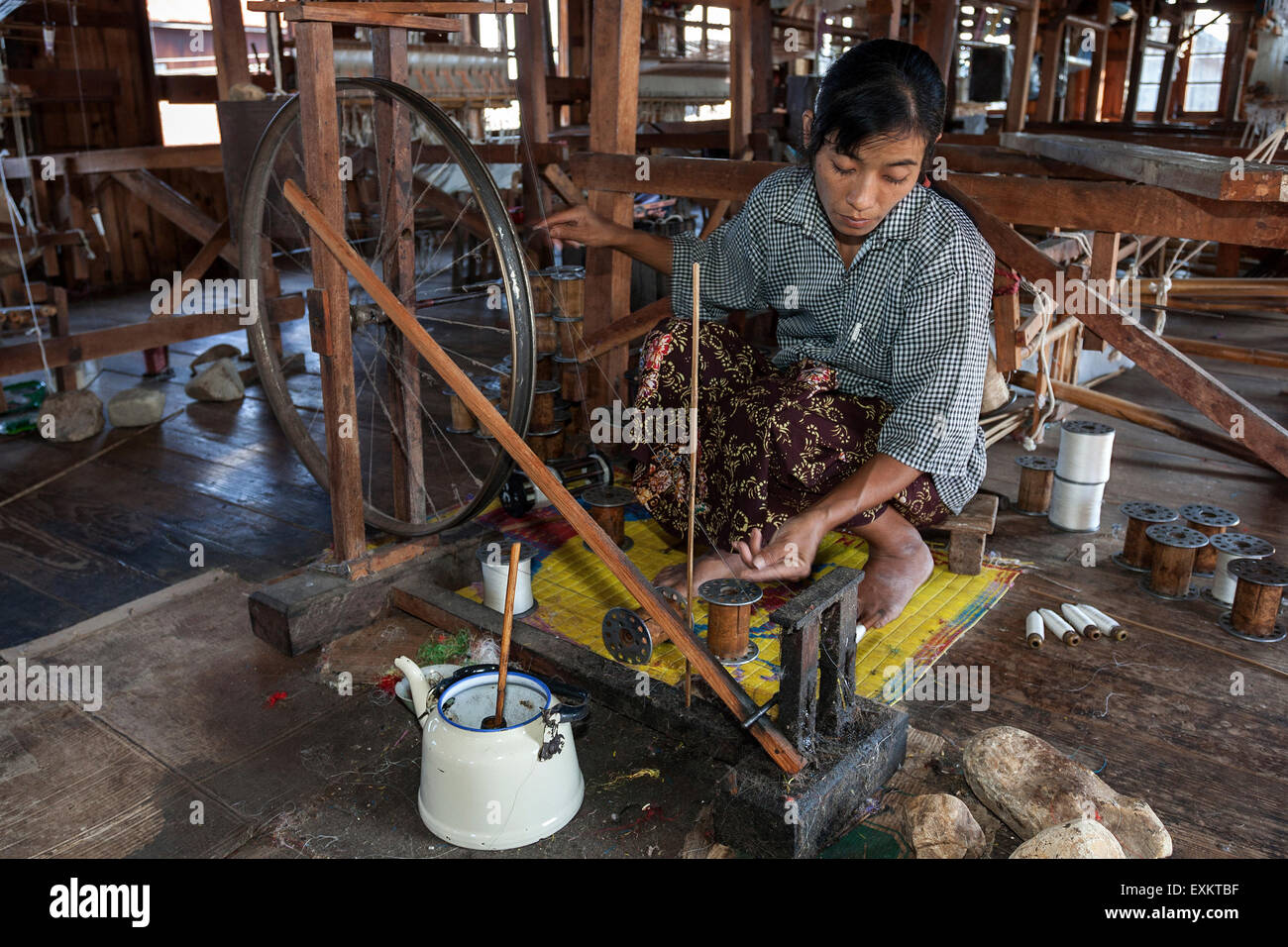 Local woman weaving threads from the stems of the lotus plant, lotus weaving, Paw Khone, Inle lake, Shan State, - Stock Image