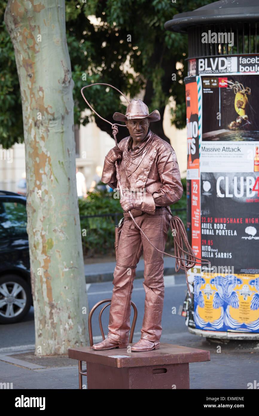Cowboy with lasso live statue, street performer posing on La Rambla in Barcelona, Catalonia, Spain. - Stock Image