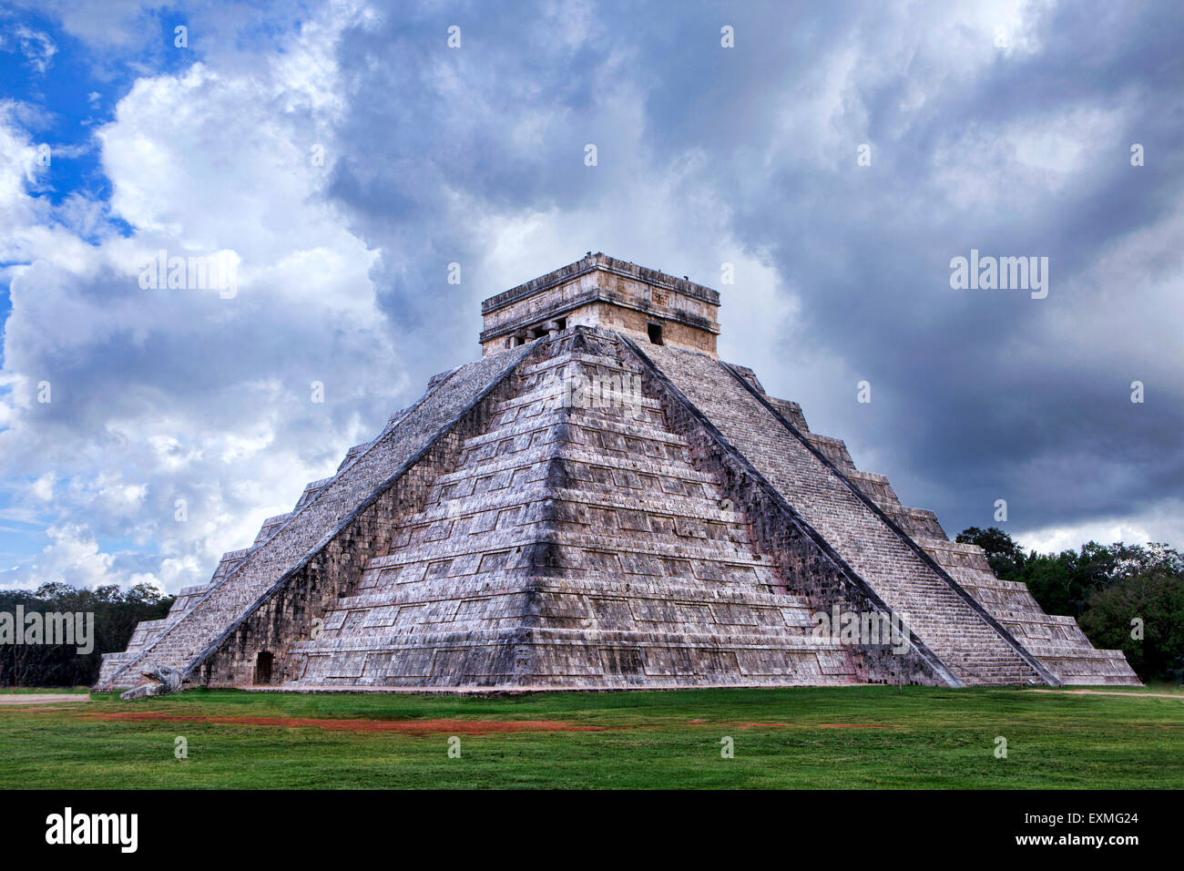 Temple of Kukulkan, Chichen-Itza, Yucatan Peninsula, Mexico, Central America. - Stock Image