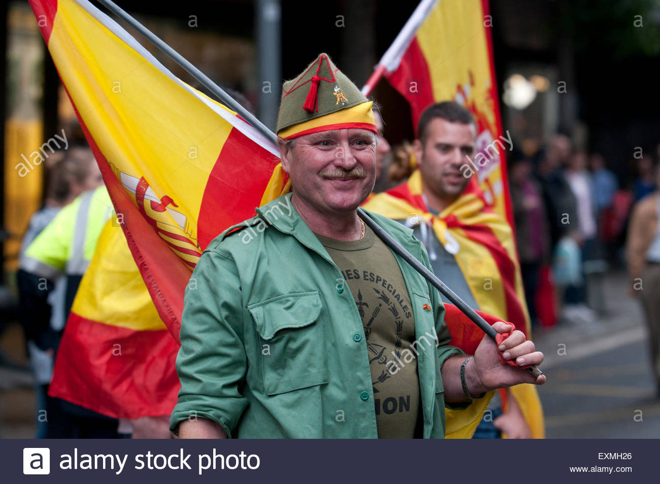 Barcelona, Spain. 12th Oct, 2014 Demonstrators doing the fascist salute during the Spanish Ultra Nationalism speech - Stock Image