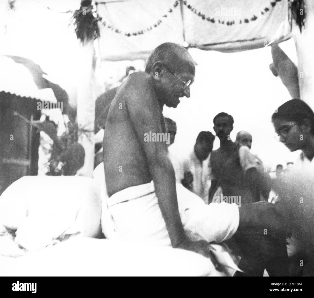 Mahatma Gandhi after a prayer meeting ; November 1946 ; India NO MR ; Manu Gandhi - Stock Image