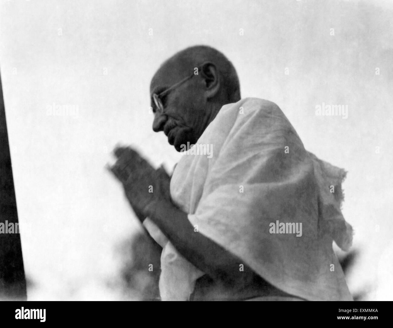 Mahatma Gandhi in greeting pose ; Mumbai ; 1942 ; India NO MR - Stock Image