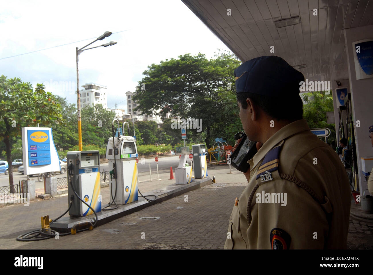 A police constable keep vigil at a petrol pump to prevent any untoward incidents as petrol pump owners go strike - Stock Image