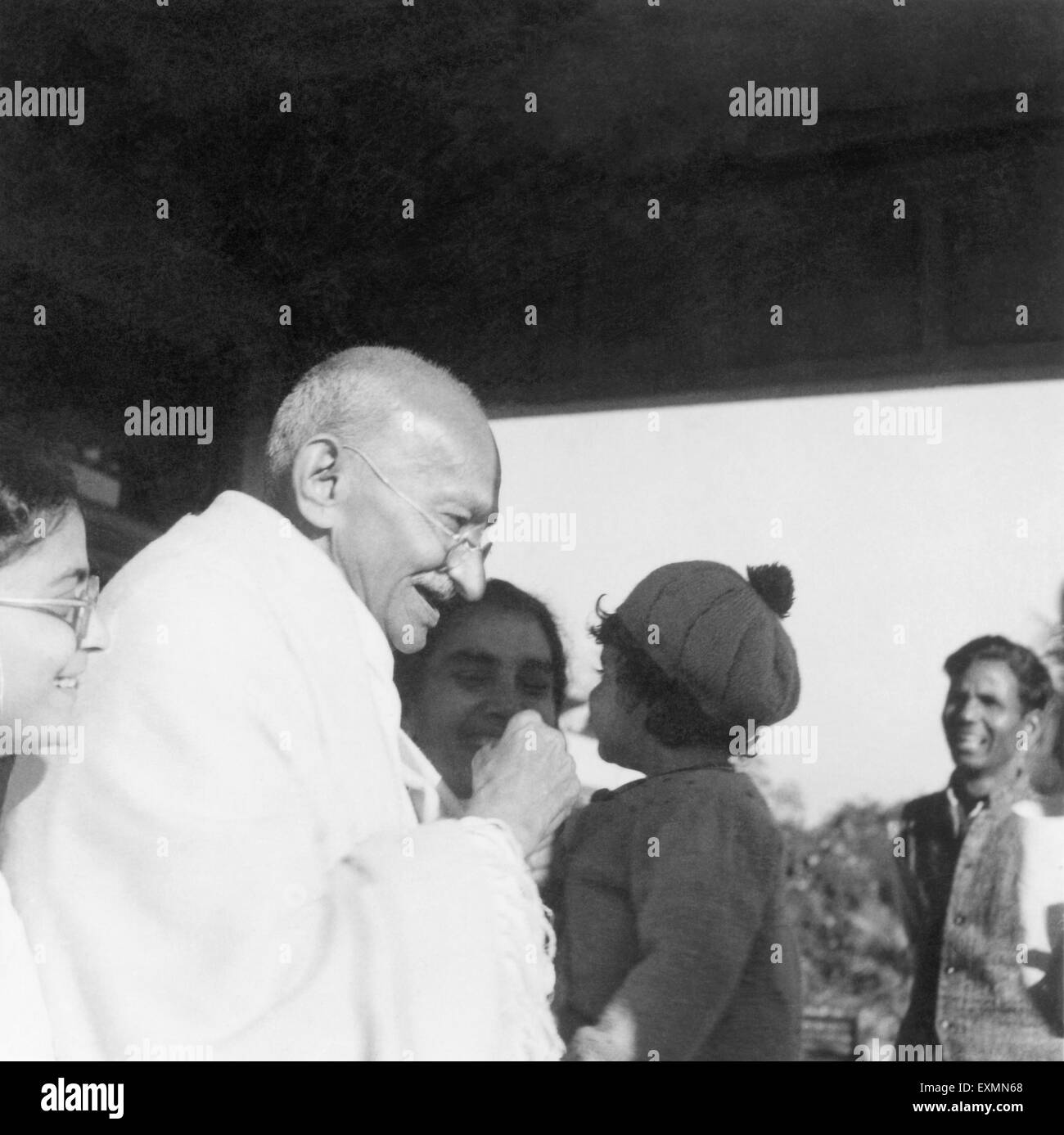 Abha Gandhi ; Mahatma Gandhi and Sushila Nayar carrying Rajiv Gandhi at Shantiniketan ; 1945 ; India NO MR - Stock Image