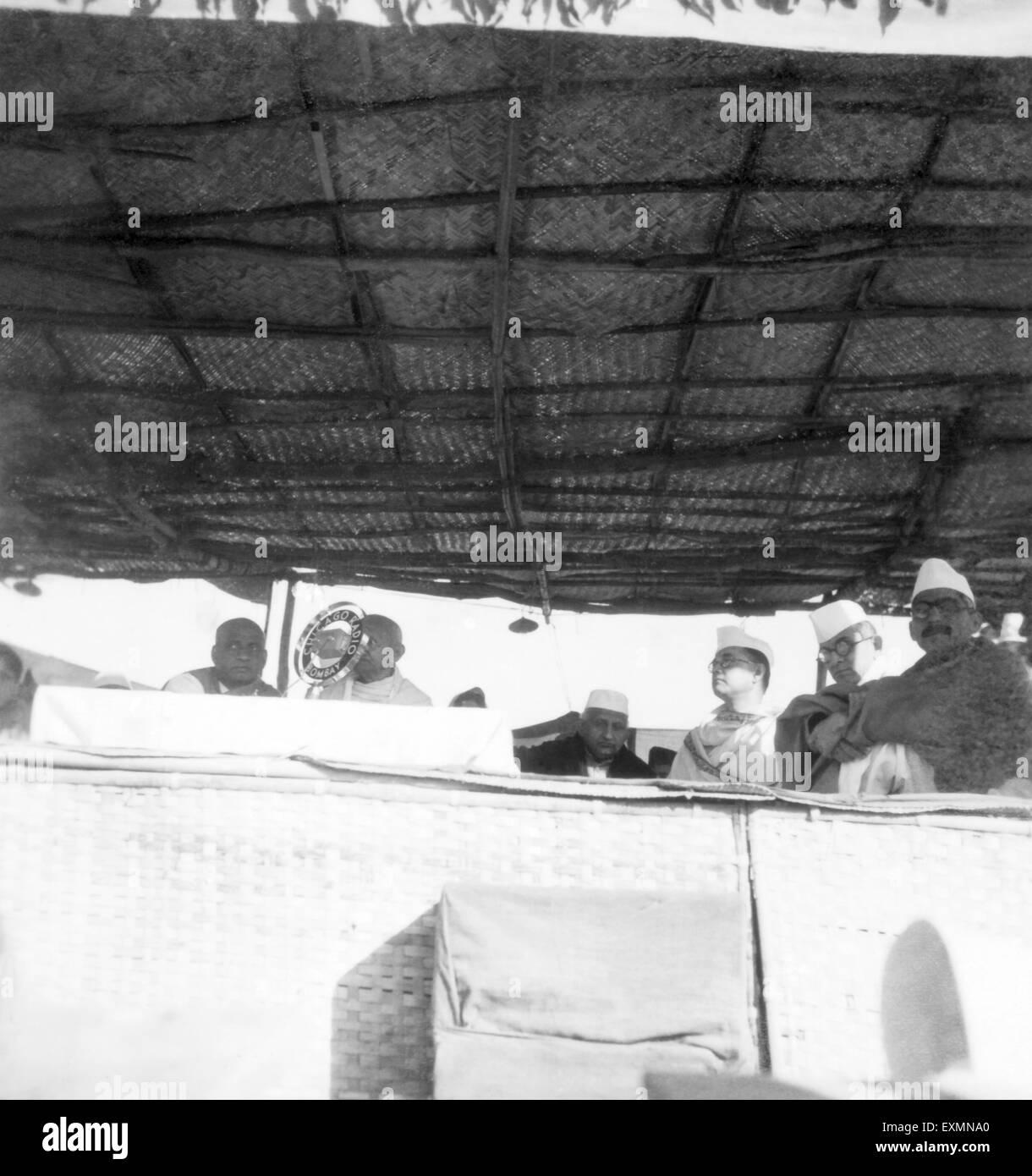 Sardar Vallabhbhai Patel ; Mahatma Gandhi ; Bhulabhai Desai ; Subhash Chandra Bose and others dais public meeting - Stock Image