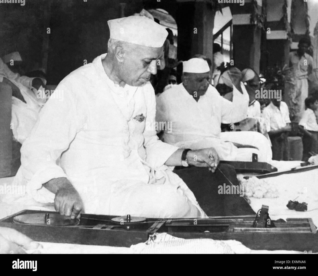 Jawaharlal Nehru spinning ; 1945 ; India - Stock Image