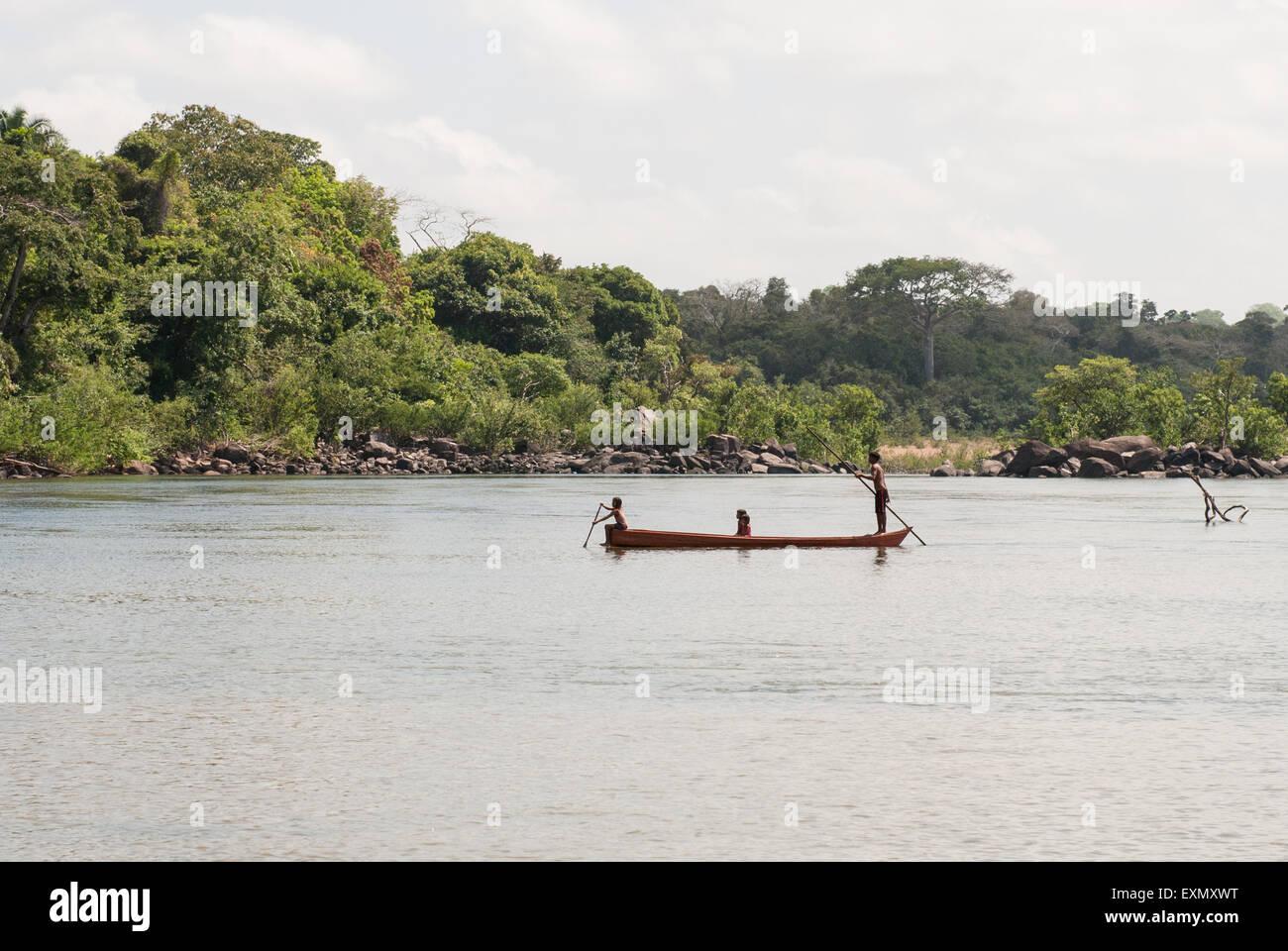 Pakissamba Village (Juruna), Xingu River, Para State, Brazil. Children in a canoe. - Stock Image
