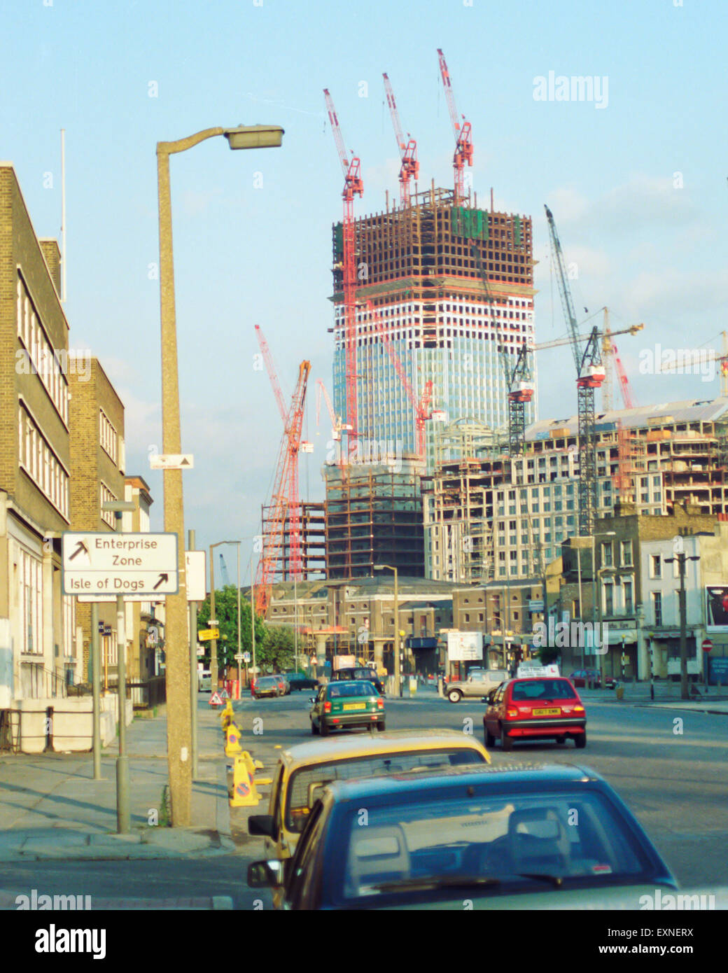One Canada Square, or Canary Wharf Tower, Isle of Dogs London, being built May 1990 - Stock Image