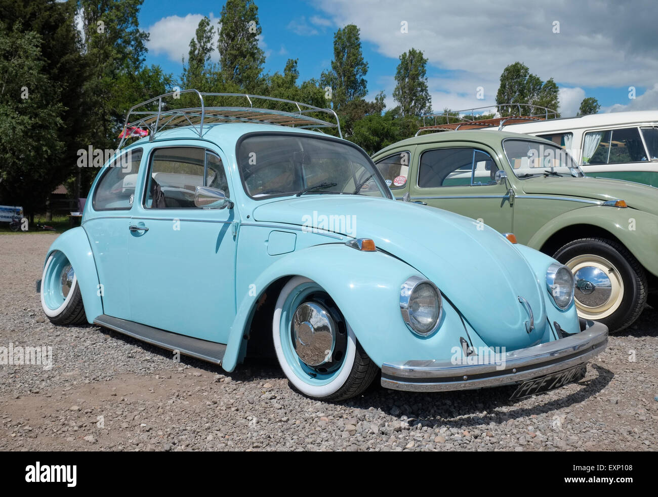 Classic Vw Beetle With Lowered Suspension Bus Stop Over