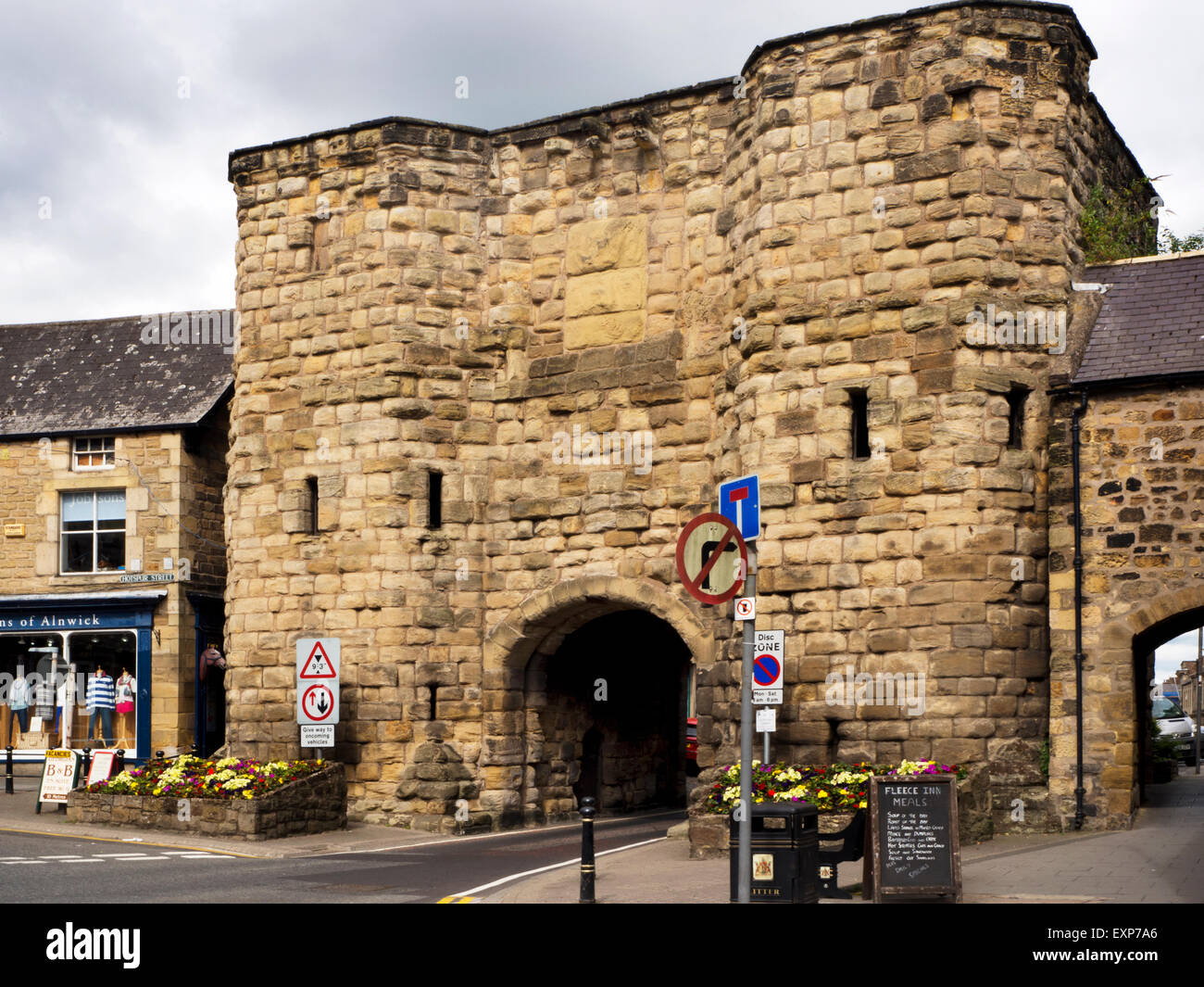 Bondgate Tower part of the 15th Century Town Walls at Alnwick Northumberland England - Stock Image