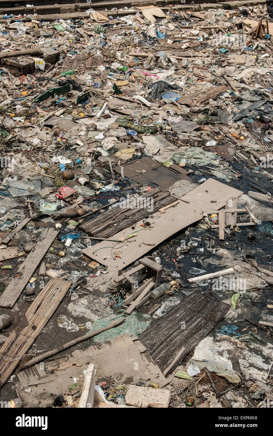 Belem, Para State, Brazil.  Ver-o-Peso fish market harbour, with rubbish in Amazon river. - Stock Image