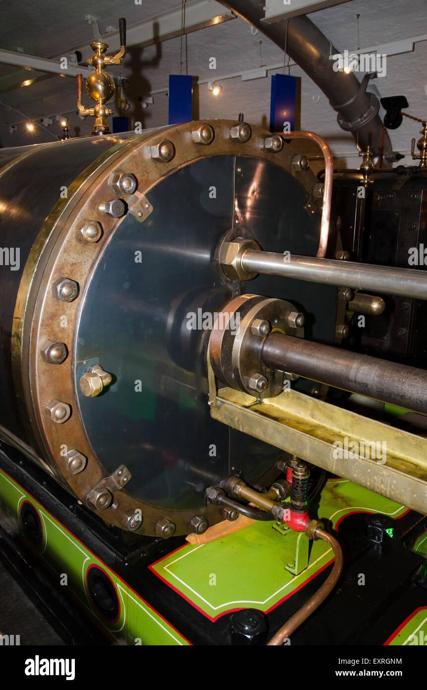 tower bridge engine piston river thames london - Stock Image
