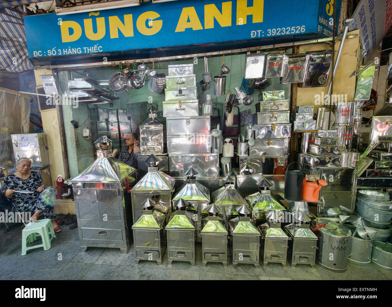 Tin shop in the Old Quarter of Hanoi, Vietnam - Stock Image
