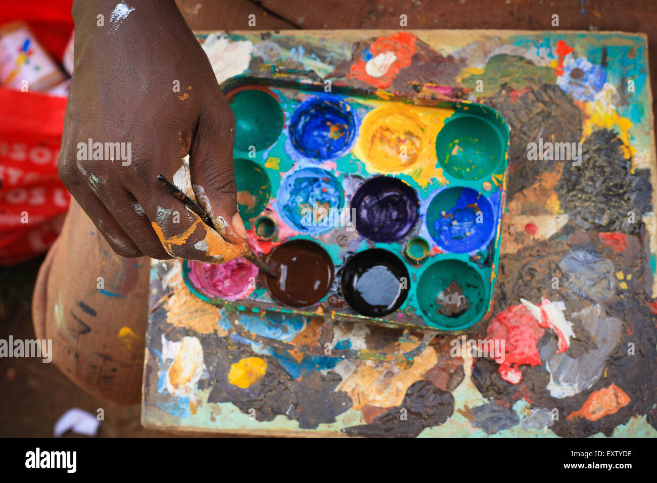 Nigeria artists seek assistance from authorities to promote their artist works