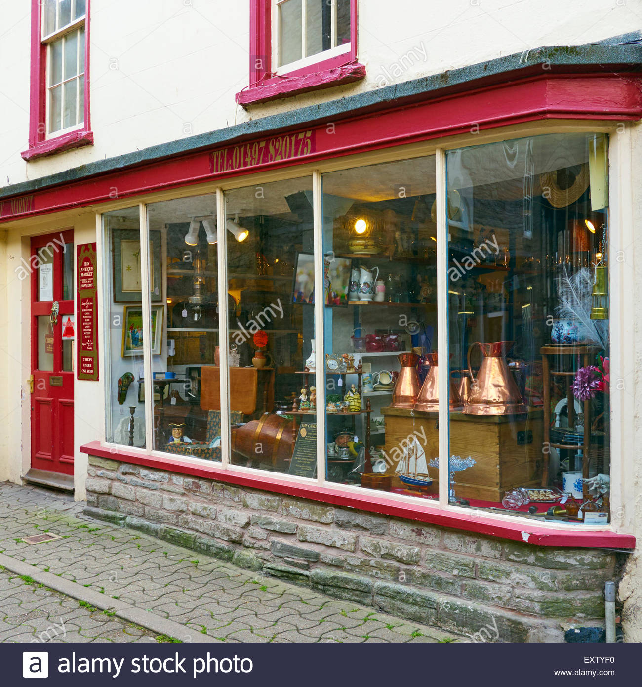 Hay antiques market in market street hay on wye - Stock Image