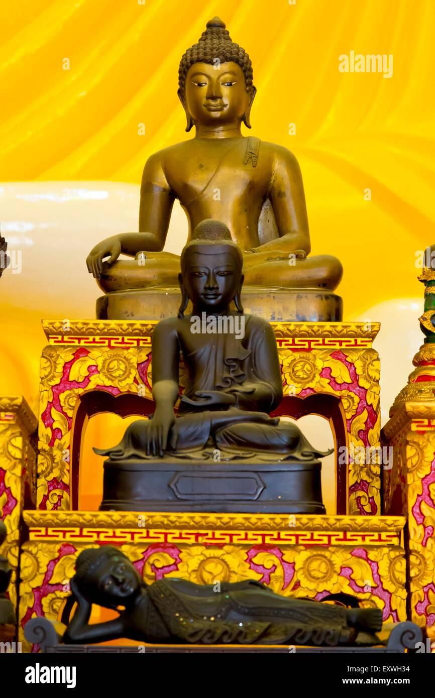 Statues, Kuil Gaya Buddha Sakya Muni Temple, Singapore, Asien - Stock Image