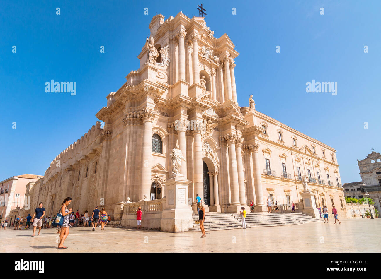 SYRACUSE, ITALY - AUGUST 16, 2014: tourists and locals visit main square Piazza del Duomo in Ortigia, Syracuse, - Stock Image
