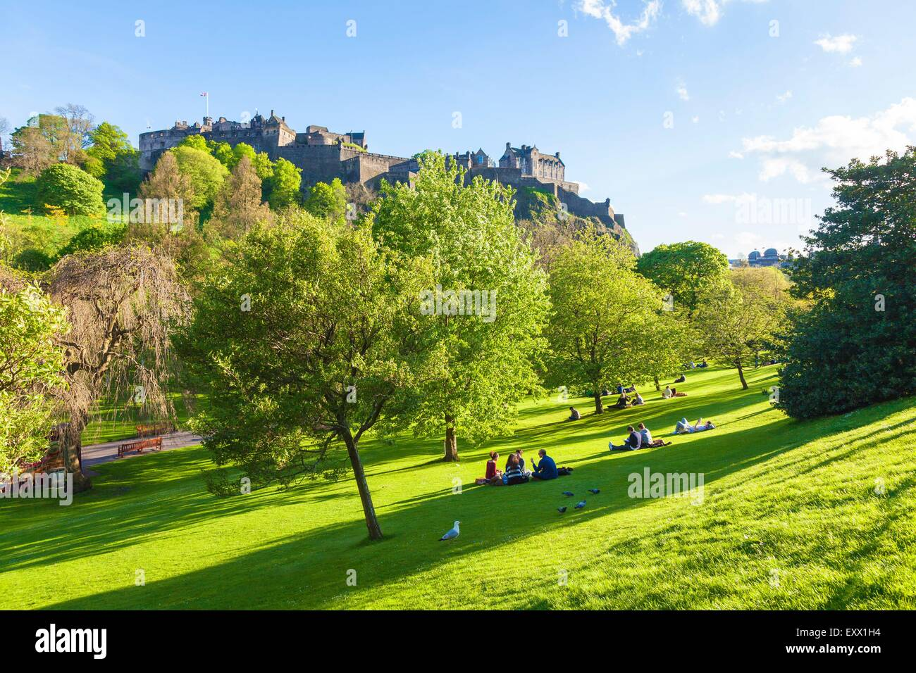Edinburgh Castle and Princes Street Gardens, Edinburgh, Scotland, Europe - Stock Image