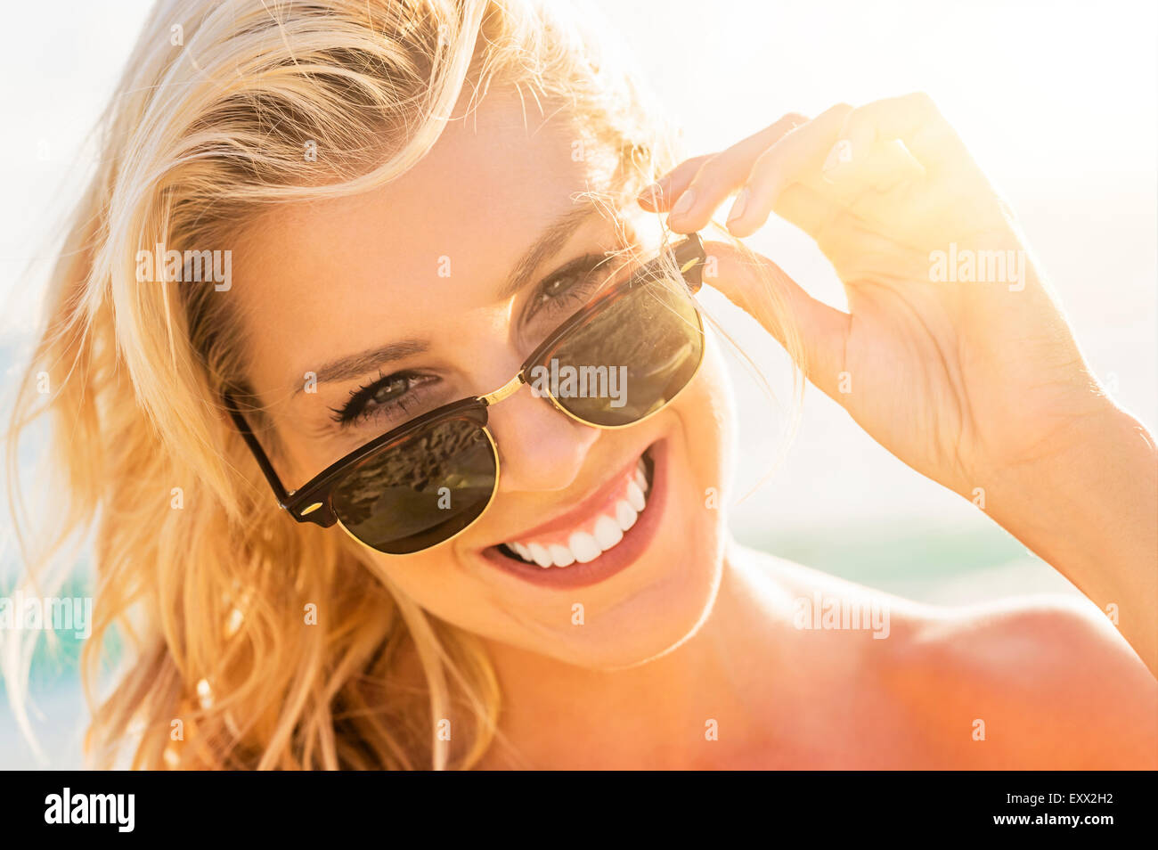 Young woman wearing sunglasses - Stock Image