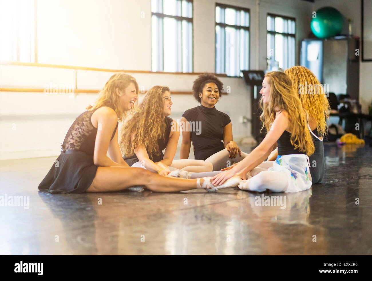 Young women in dance studio - Stock Image