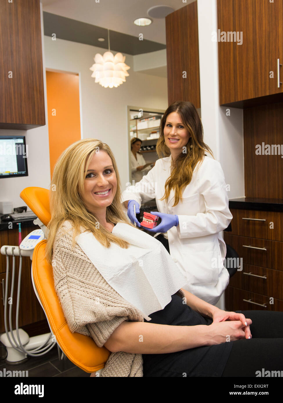 Dentists and patient in dentist's office - Stock Image