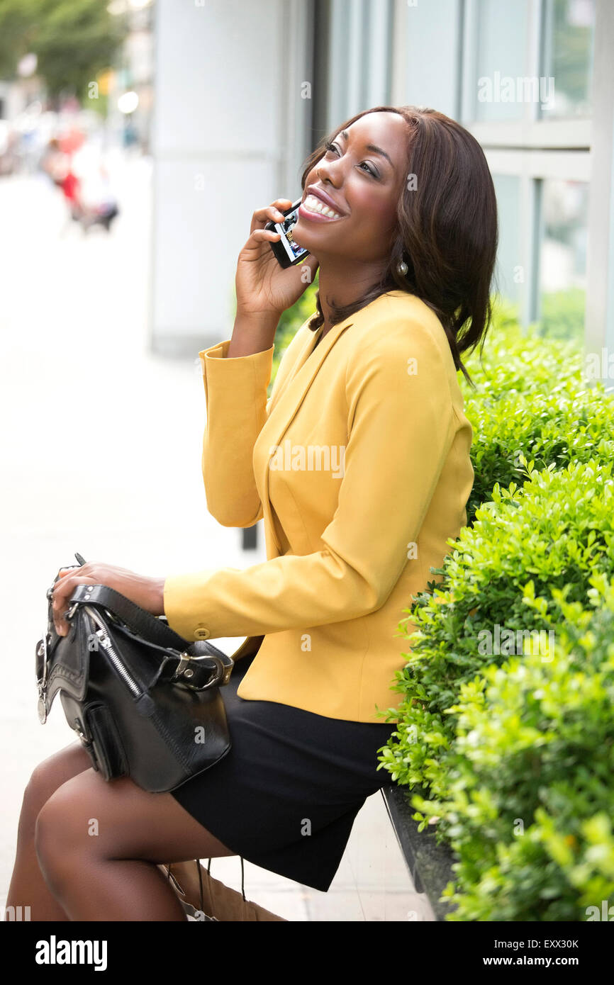 Smiling woman talking on phone - Stock Image