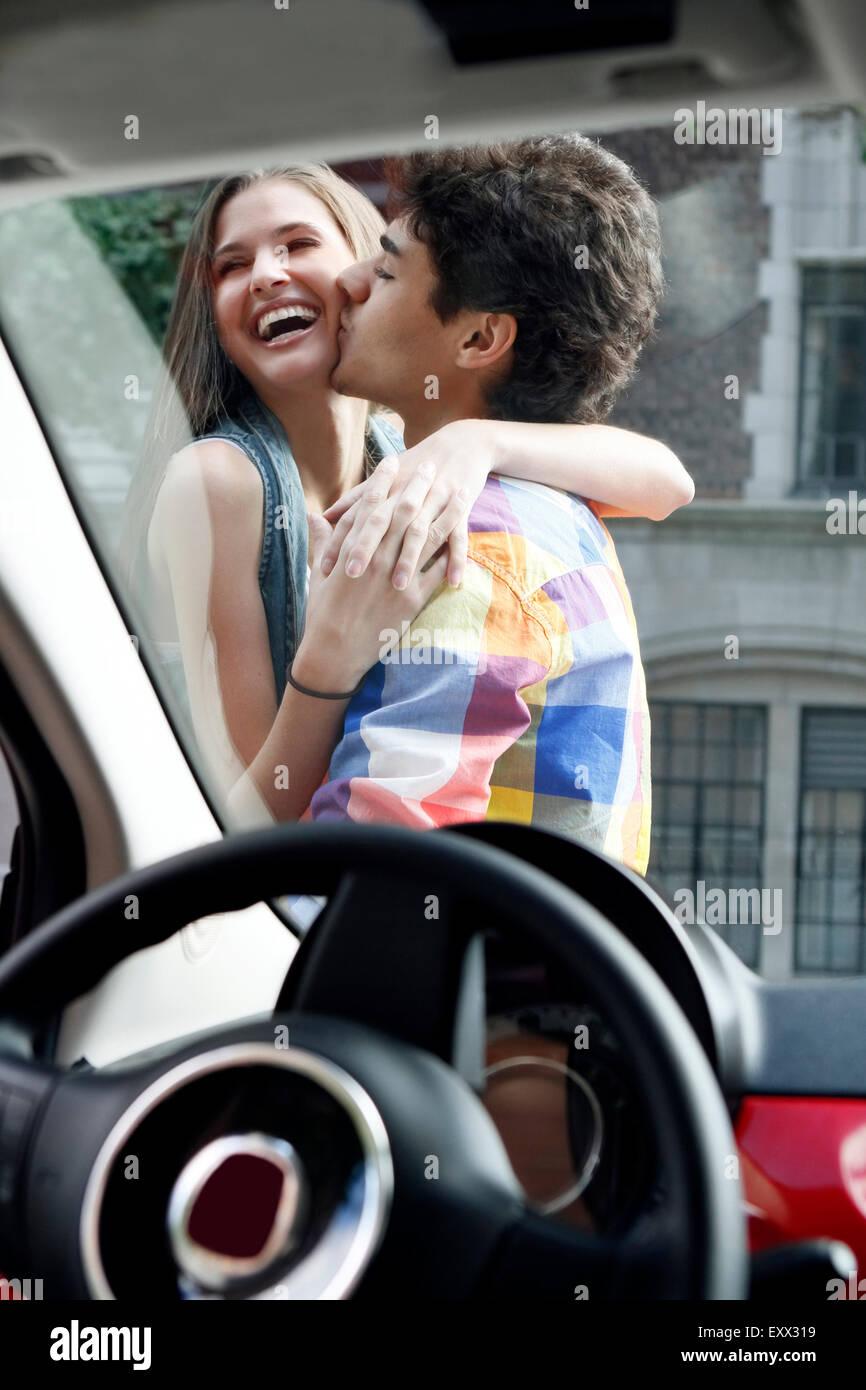 Couple kissing outside of car - Stock Image