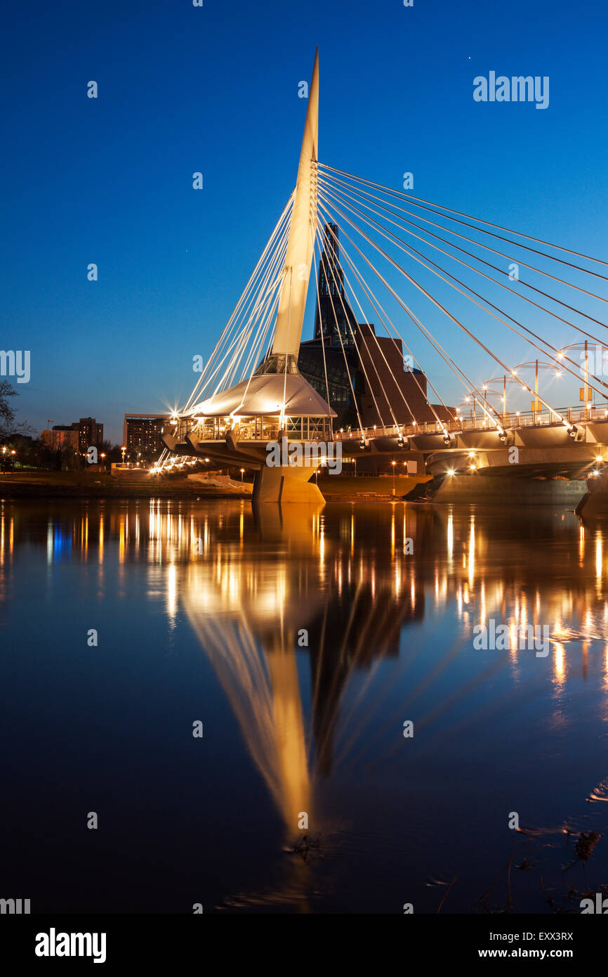 Canadian Museum for Human Rights and Esplanade Riel bridge - Stock Image