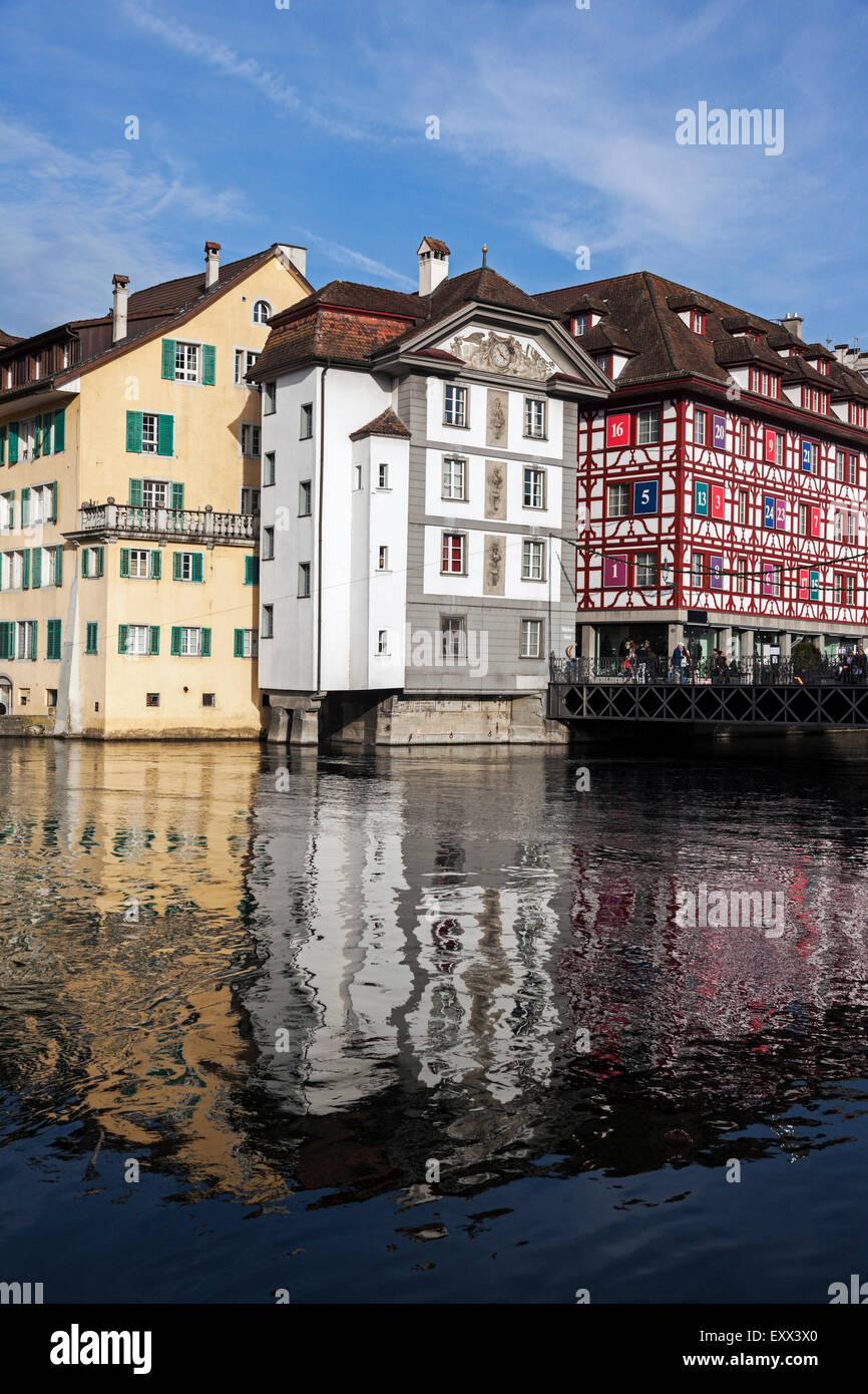Townhouses reflecting in water - Stock Image